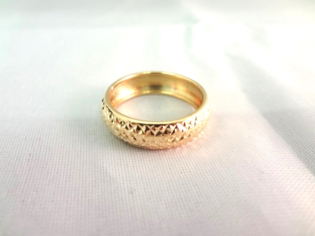 Lot Detail - 14K Gold Ring Textured Detail Size 6 75, total weight